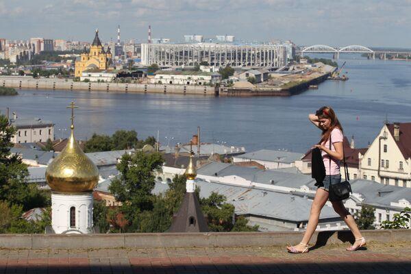 Pohled z Kremlovského bulváru na soutoku řek Oka a Volha v Nižním Novgorodu - Sputnik Česká republika