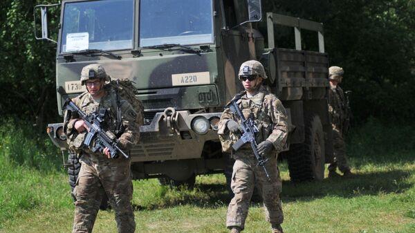 Američtí vojáci během cvičení Fearless Guardian na Ukrajině - Sputnik Česká republika