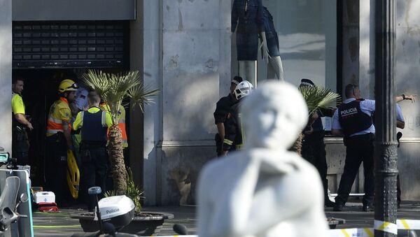 Полиция на месте наезда автомобиля на людей в Барселоне, Испания - Sputnik Česká republika
