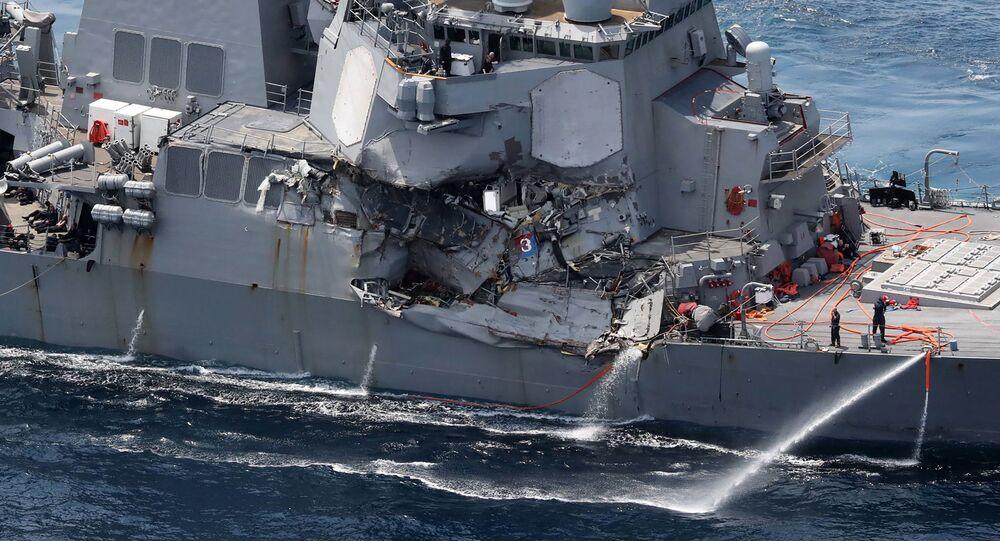 Poškozený torpédoborec Fitzgerald