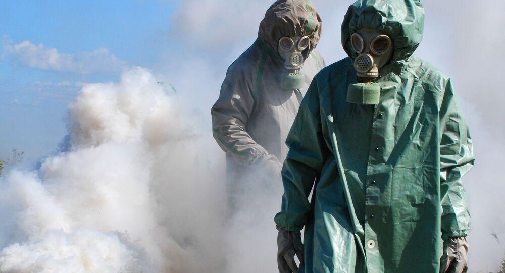 Cvičení proti možným následkům chemického útoku. Ilustrační foto