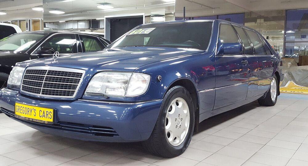 Limuzína Mercedes-Benz S-třídy, která patřila prvnímu prezidentovi Ruska Borisi Jelcinovi