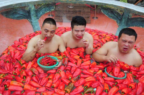 Účastníci soutěže v pojídání papriky v provincii Chu-nan, Čína - Sputnik Česká republika