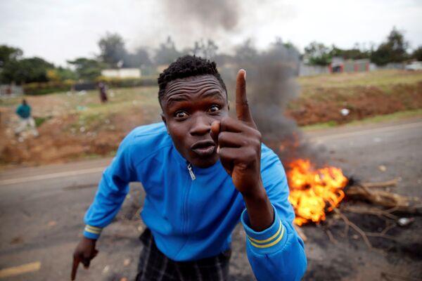 Účastník demonstrace na podporu politika Raily Odingy v Kenii - Sputnik Česká republika