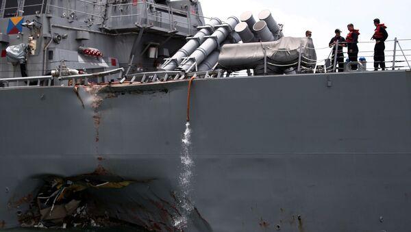 Raketový torpédoborec John McCain, který narazil na obchodní loď Alnic MC - Sputnik Česká republika