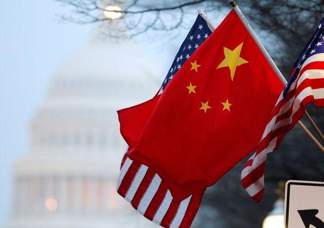 Čínská a americká vlajky