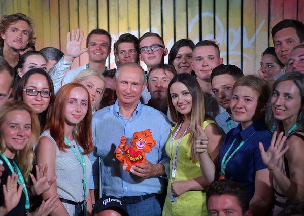 Pracovní cesta Vladimira Putina na Krym - Sputnik Česká republika