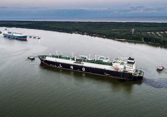 Loď se zkapalněným americkým plynem. Ilustrační foto