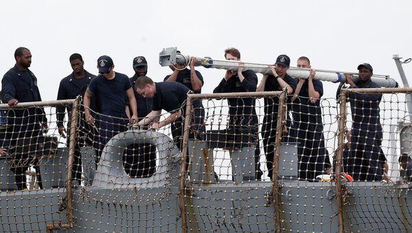 Lidé na palubě torpédoborce John S. McCain - Sputnik Česká republika