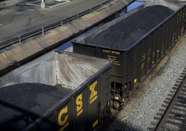 Kontejnery s uhlím. Ilustrační foto