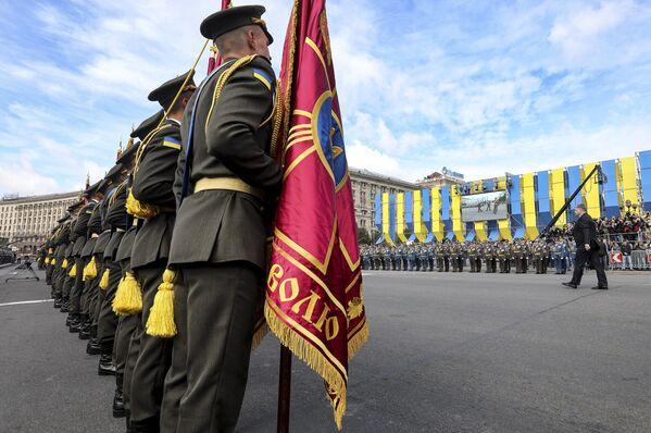 Přehlídka v Kyjevě: vojáci NATO a technika z doby SSSR se představily v centru města - Sputnik Česká republika