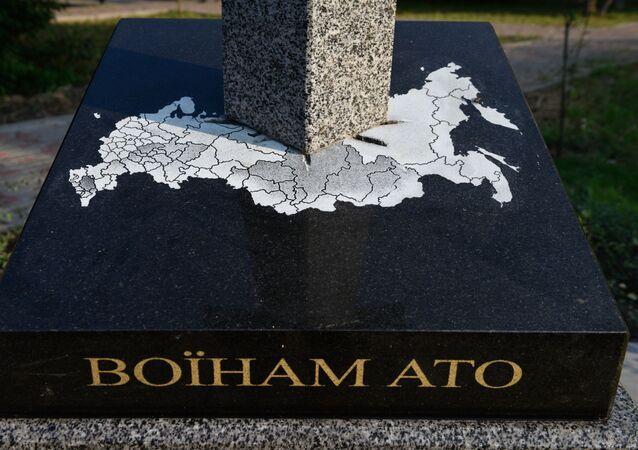 Pomník vojákům ATO v podobě meče