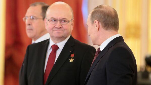Vladimír Remek a Vladimir Putin - Sputnik Česká republika