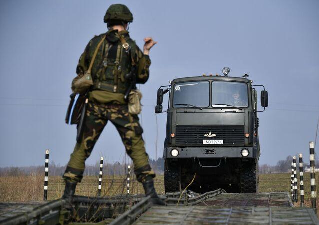 Běloruský voják na rusko-běloruských cvičeních
