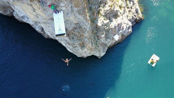 Brit vyhrál závod v x-divingu na Krymu. Video - Sputnik Česká republika