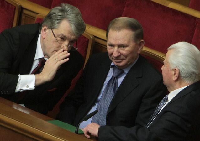Bývalí ukrajinší prezidenti Viktor Juščenko, Leonid Kučma a Leonid Kravčuk