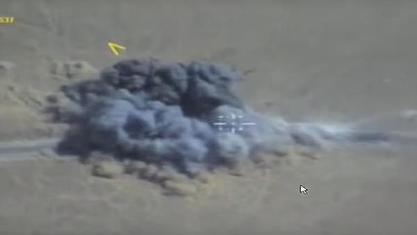 Na internetu se objevilo video náletu VKS na teroristy v oblasti města Dajr az-Zaur - Sputnik Česká republika