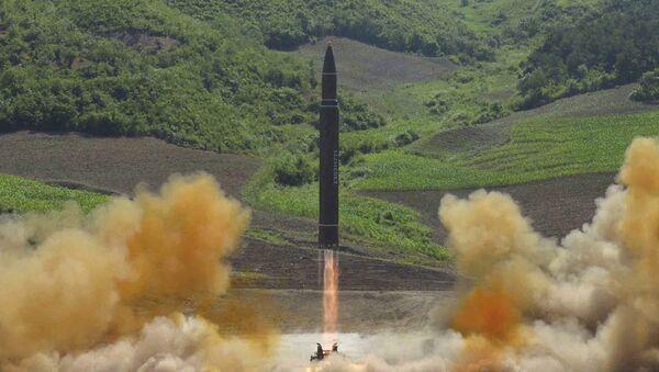Start rakety Hwasong-14 v KLDR - Sputnik Česká republika