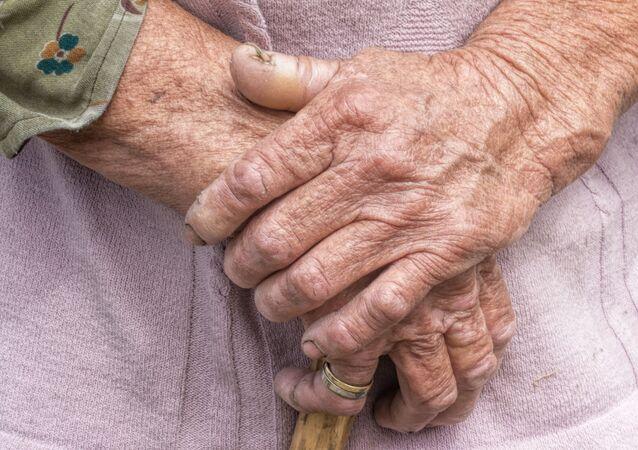 Ruce staré ženy. Ilustrační foto
