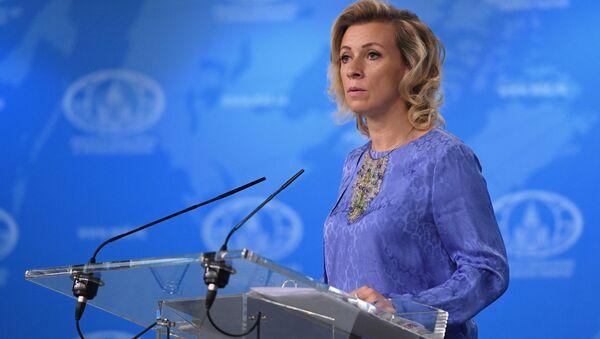 Официальный представитель министерства иностранных дел России Мария Захарова во время брифинга в Москве - Sputnik Česká republika