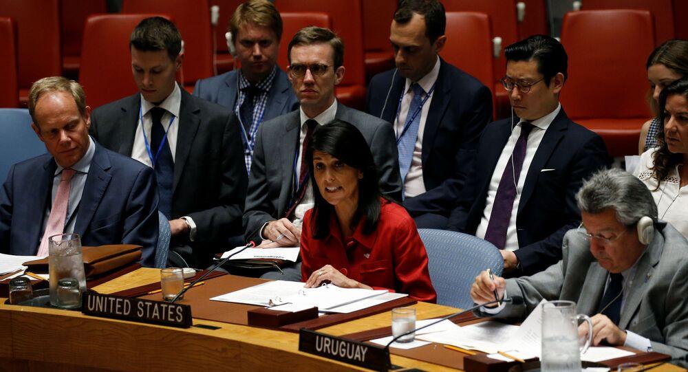 Americká stálá představitelka při OSN Nikki Haleyová během zasedání Rady bezpečnosti