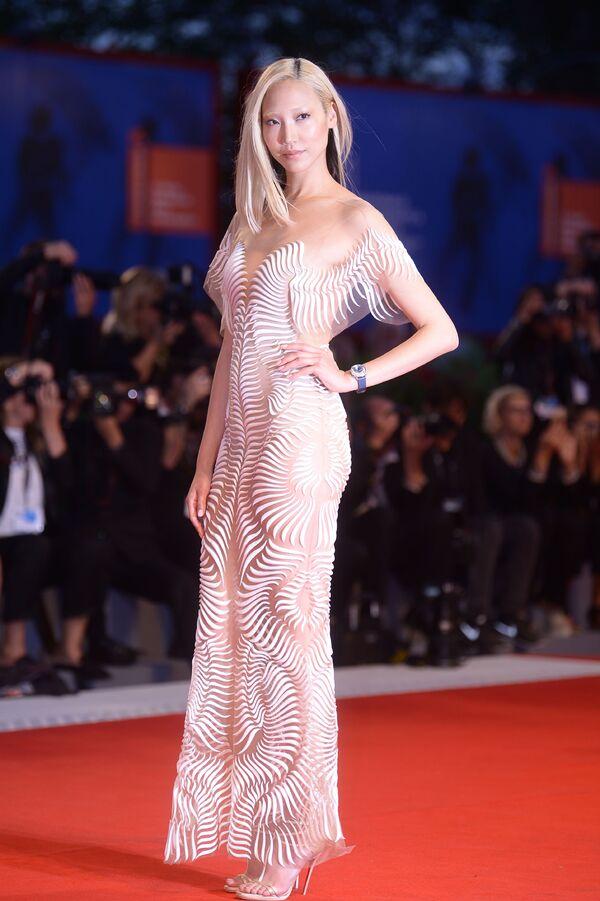 Nejpamátnější šaty Benátského festivalu - Sputnik Česká republika