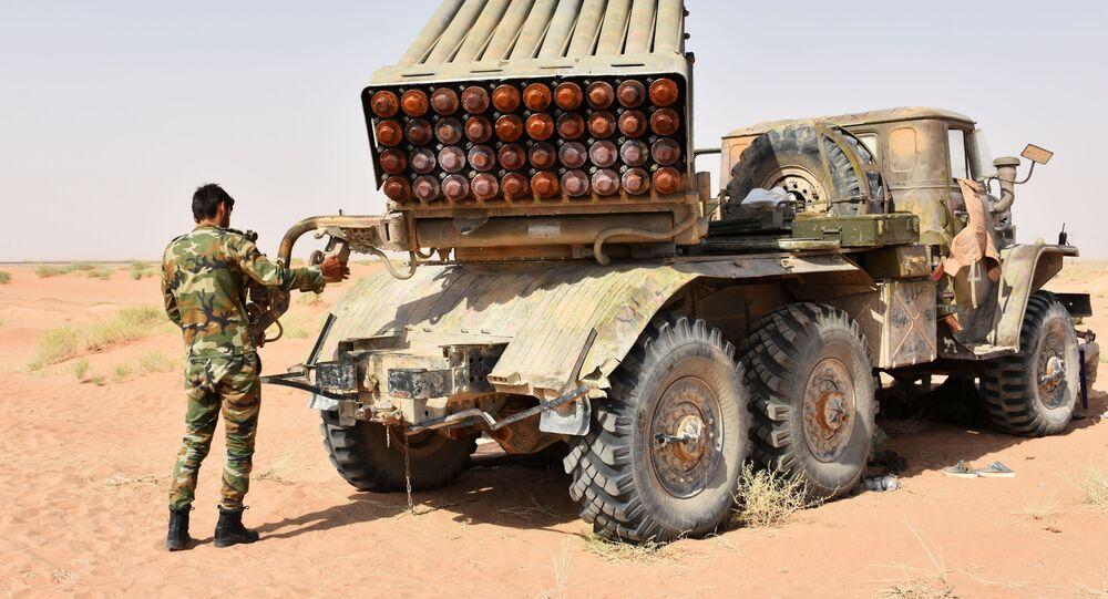 Vojáci a vojenská technika SAR v Dajr az-Zauru