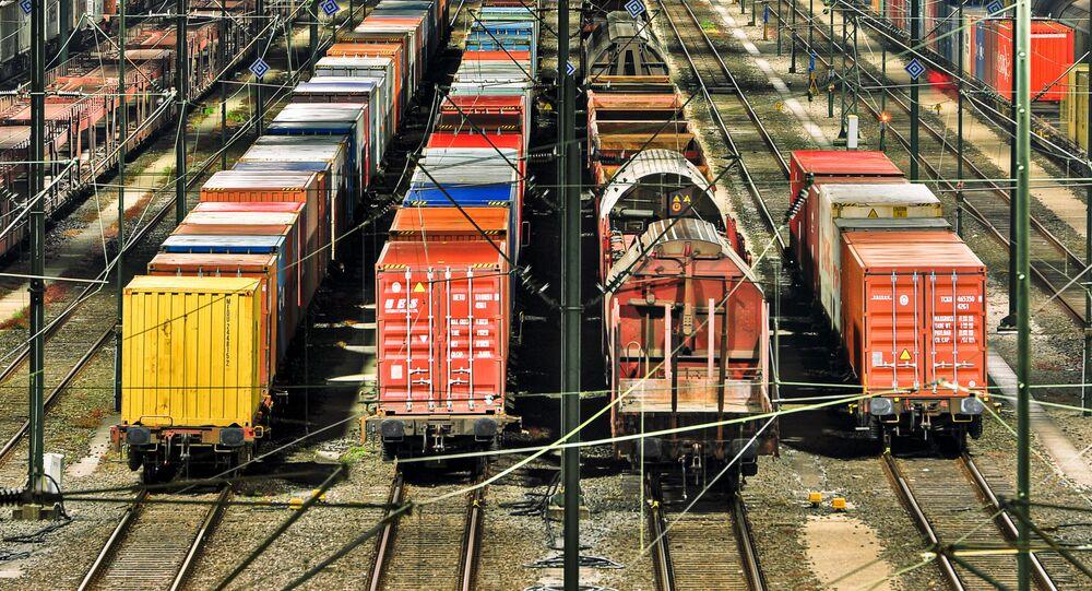 Přeprava kontejnerů po železnici. Ilustrační foto