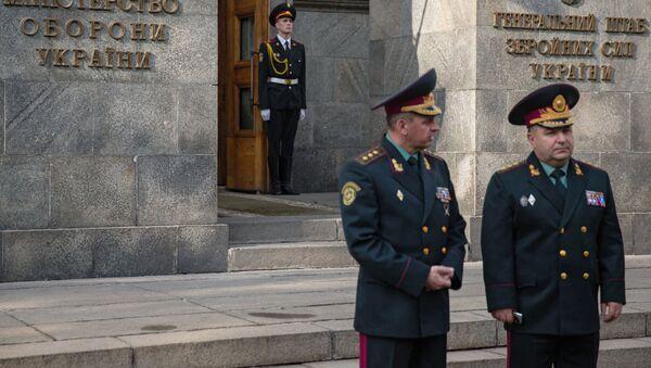Stepan Poltorak před budovou ministerstva obrany Ukrajiny - Sputnik Česká republika