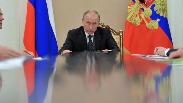 Ruský prezident Vladimir Putin na vládní poradě - Sputnik Česká republika