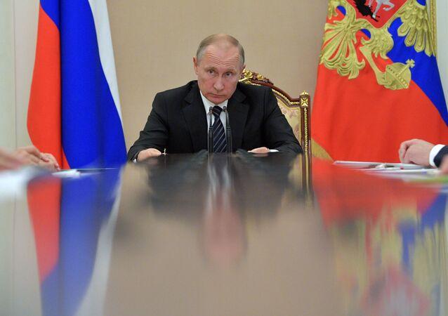 Ruský prezident Vladimir Putin na vládní poradě