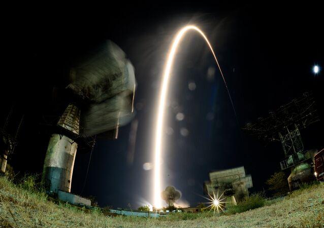 Raketa Sojuz-FG a loď Sojuz MS-06