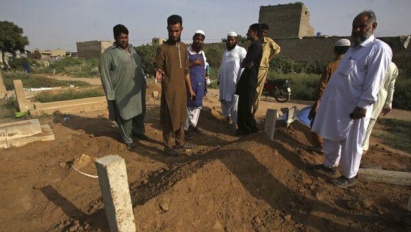 Hroby pákistánských dorostenců v Karáčí - Sputnik Česká republika