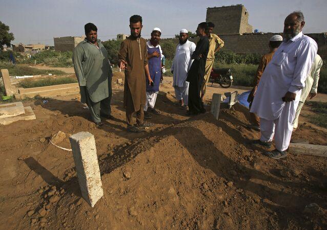 Hroby pákistánských dorostenců v Karáčí