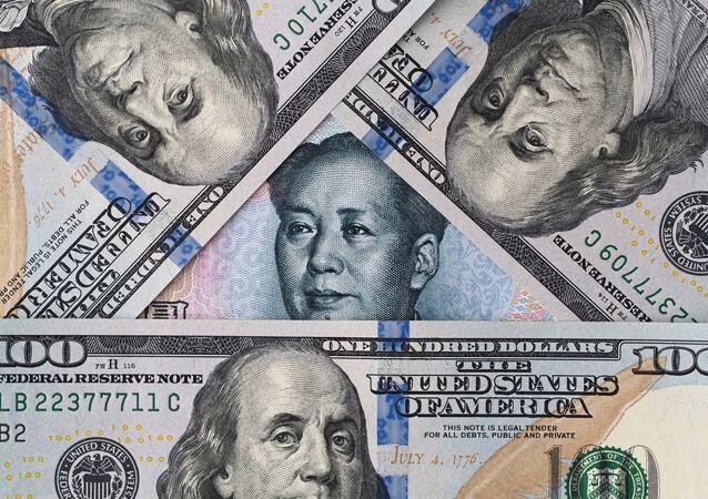 Americké dolary a čínský juan