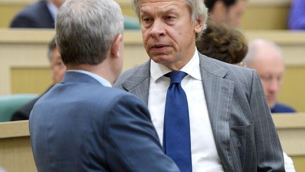 Předseda komise Rady Federace pro informační politiku Alexej Puškov - Sputnik Česká republika