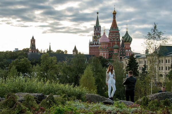Návštěvníci přírodního parku Zarjadje v Moskvě - Sputnik Česká republika