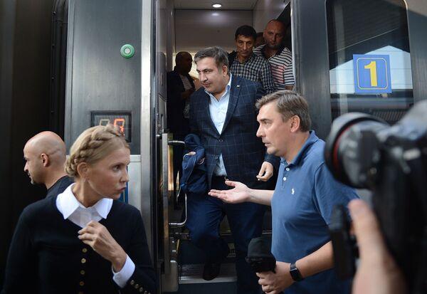 Gruzínský exprezident a exgubernátor Oděské oblasti Michail Saakašvili na železničním nádraží v polském Przemyślu - Sputnik Česká republika