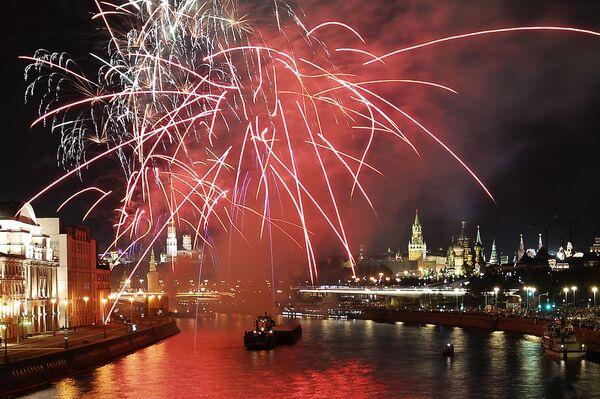 Slavnostní ohňostroj na počest Dne města Moskvy - Sputnik Česká republika