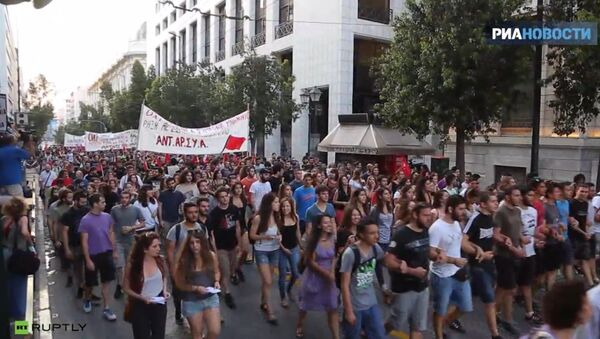 Řekové vystoupili v Aténách proti nové smlouvě s EU - Sputnik Česká republika