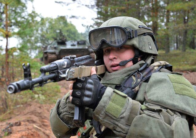 Voják během cvičení Západ 2017