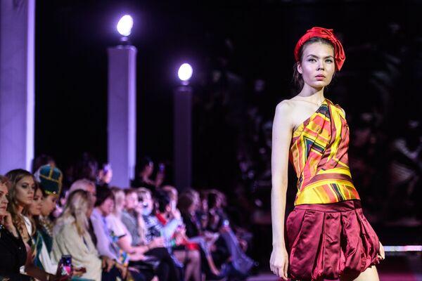 Etno styl na módní přehlídce v Moskvě - Sputnik Česká republika