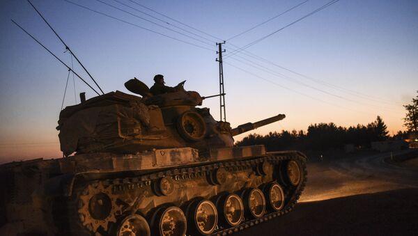 Turecký tank na hranici Turecka a Sýrie. Ilustrační foto - Sputnik Česká republika