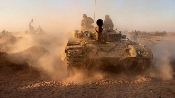 Syrské tanky v okolí Dajr az-Zauru - Sputnik Česká republika