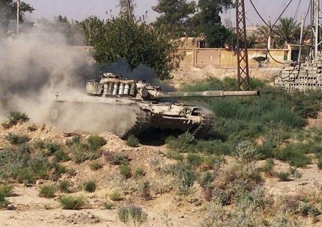Syrský tank v Dajr az-Zauru