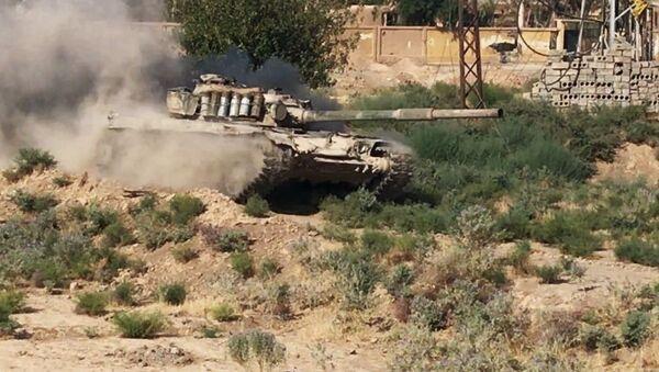 Syrský tank v Dajr az-Zauru - Sputnik Česká republika