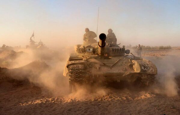 Tanky syrské armády na pozicích v oblasti Dajr az-Zauru - Sputnik Česká republika