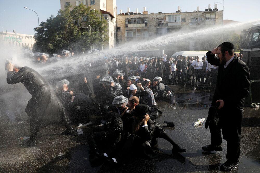 Potyčka mezi policisty a příslušníky Charedim v Jeruzalémě, Izrael