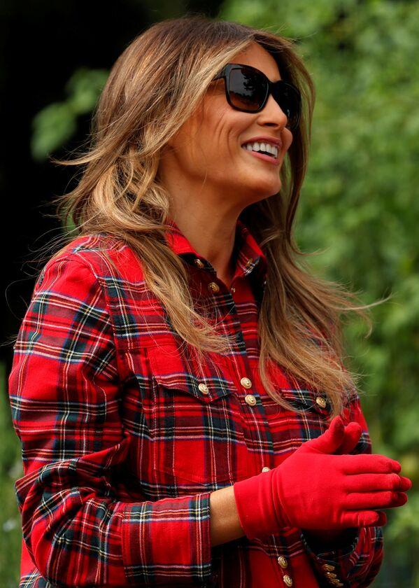 Melanie Trump během práce v zahradě Bílého domu - Sputnik Česká republika