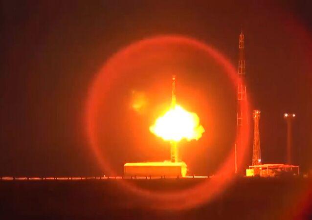 Ministerstvo obrany zveřejnilo video startu balistické rakety Topol-M
